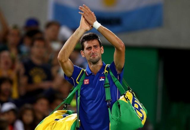 Tay vợt hàng đầu thế giới Novak Djokovic không kìm nổi cảm xúc sau thất bại của mình.