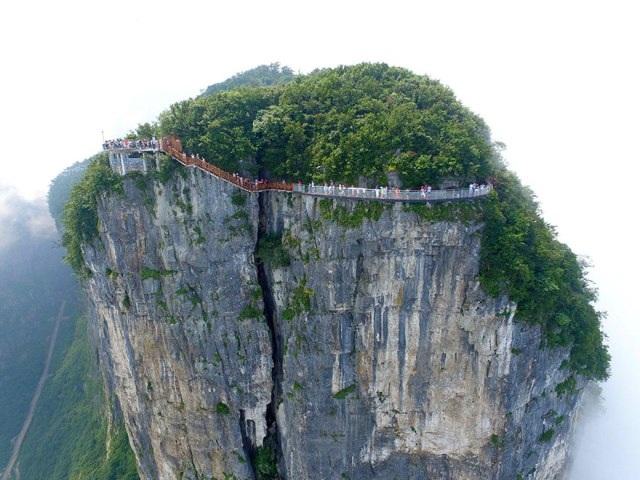 Rùng mình đi trên cây cầu kính cao 1.400 mét - 7