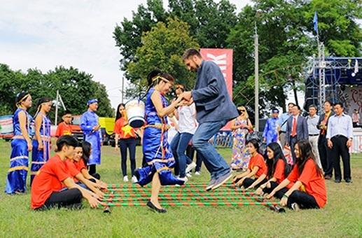 Cộng đồng Việt Nam tại Ucraina tham gia Hội chợ thường niên Sorochinsky Yarmarok - 8