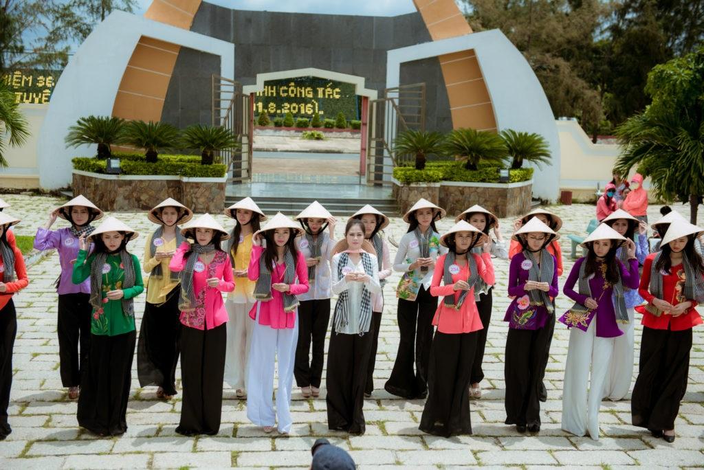 Thí sinh Hoa hậu Việt Nam 2016 gặp sự cố khi thăm đảo khỉ - 9