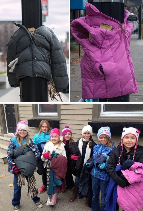 Nhóm trẻ người Canada đã thực hiện một ý tưởng vô cùng độc đáo là mặc áo khoác cho các cột đèn để người vô gia cư có thể nhận chúng mà không cảm thấy mặc cảm.