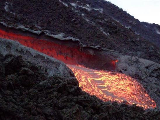 Cẩn thận với 9 ngọn núi lửa có thể hoạt động bất kì khi nào - 10