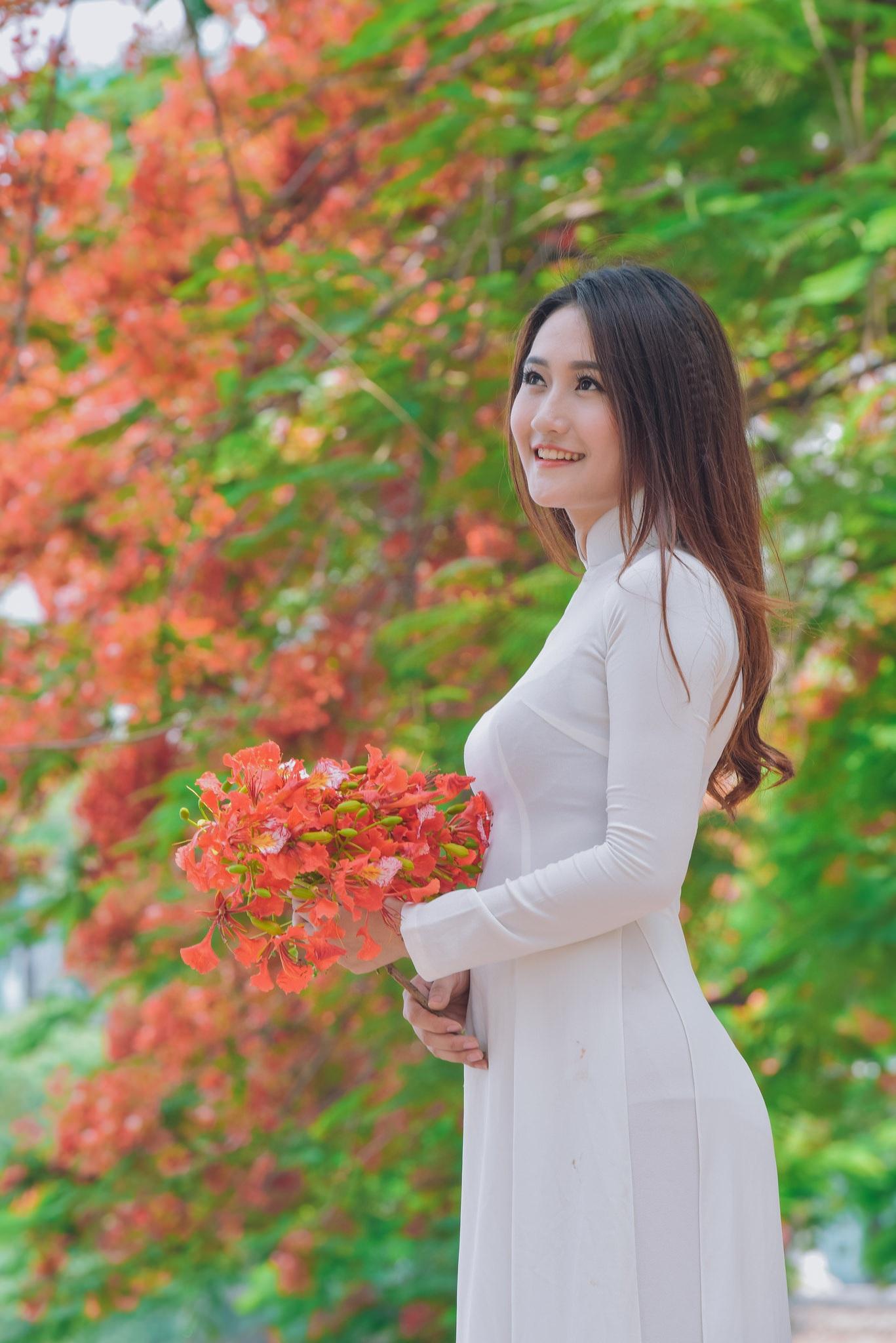"""Thiếu nữ Hà thành mơ màng bên hoa phượng """"rực cháy"""" - 7"""