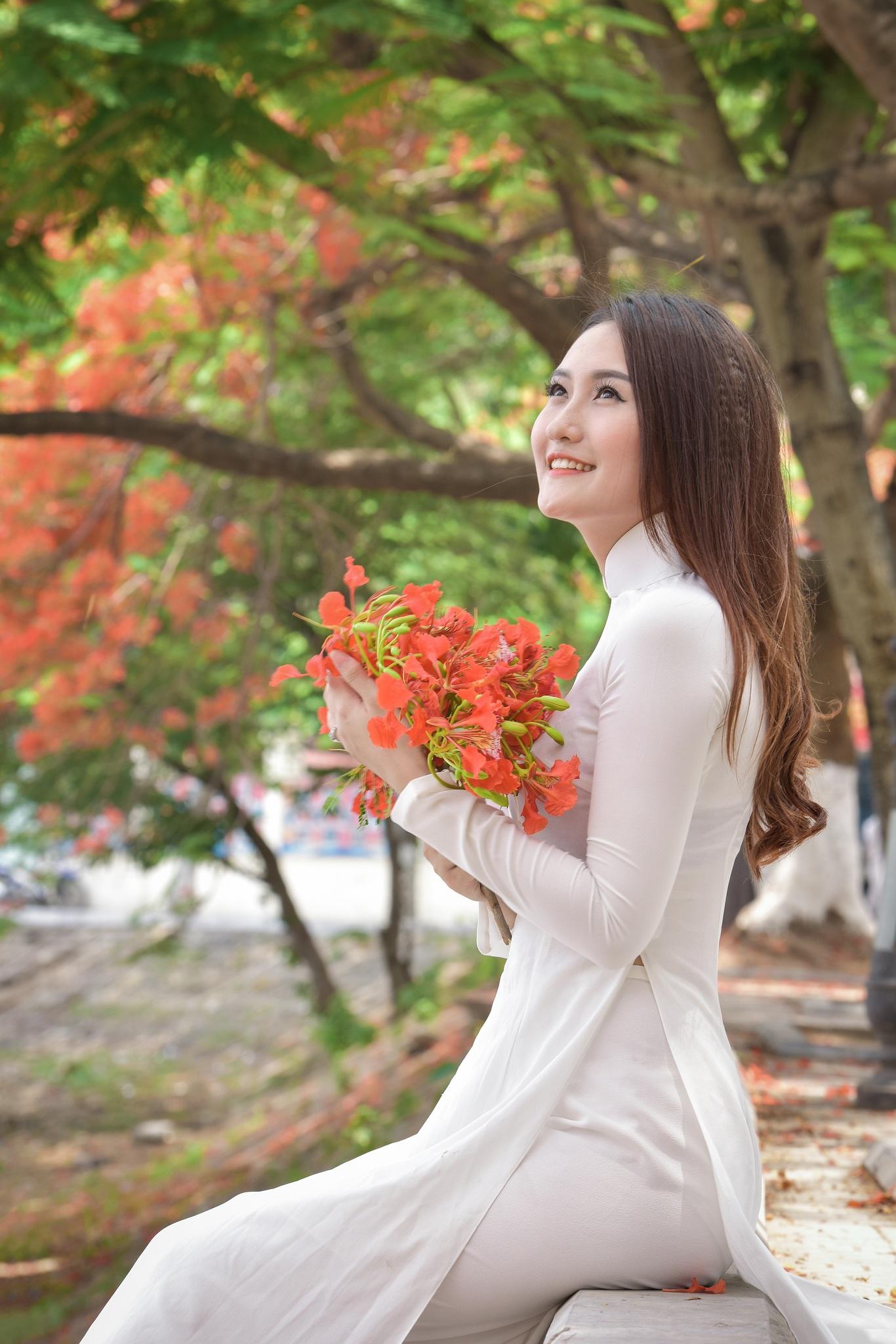 """Thiếu nữ Hà thành mơ màng bên hoa phượng """"rực cháy"""" - 8"""