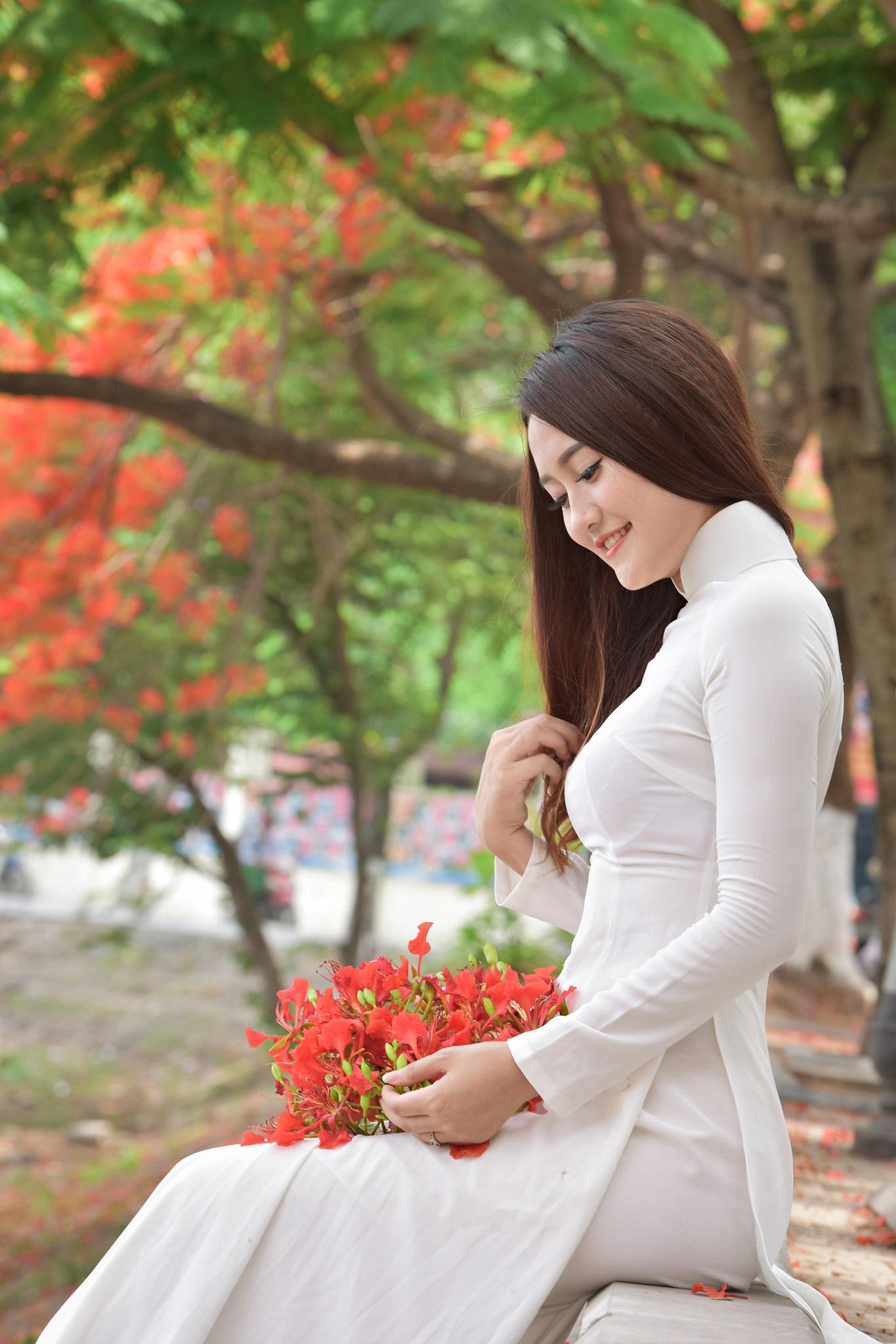 """Thiếu nữ Hà thành mơ màng bên hoa phượng """"rực cháy"""" - 20"""