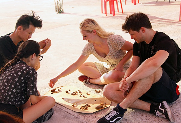 Lễ hội cắm trại ngoài trời thu hút sự tham gia của nhiều bạn trẻ nước ngoài. Các du khách có cơ hội tìm hiểu những nét văn hóa truyền thống của người Việt Nam như trò chơi ô ăn quan, tò he,...