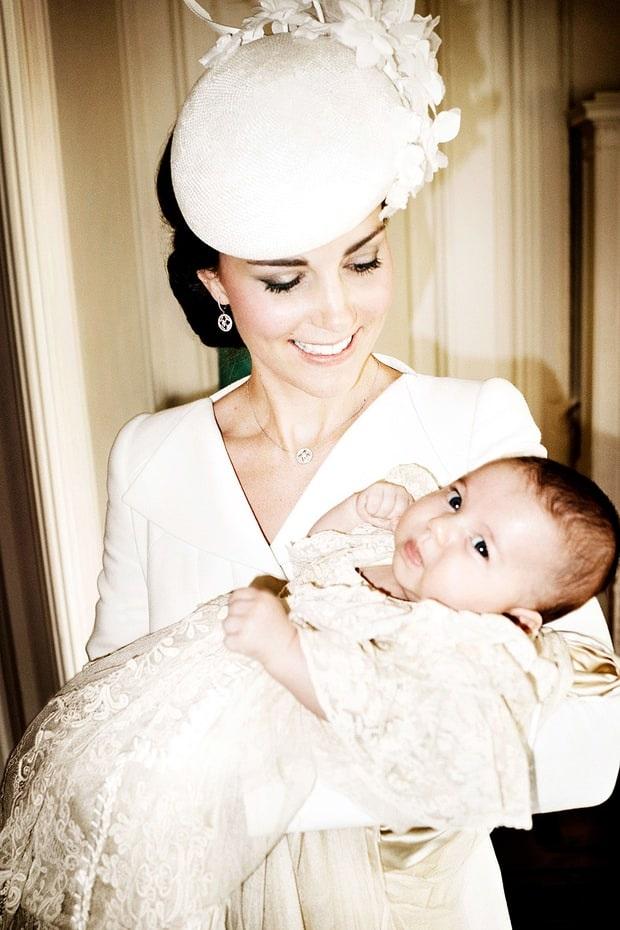 Công nương Kate Middleton và cô công chúa Charlotte.