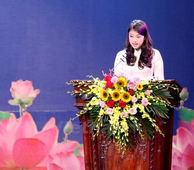 Quỳnh Anh phát biểu tại Lễ Mít tinh kỷ niệm 40 năm quốc khánh CHDCND Lào.