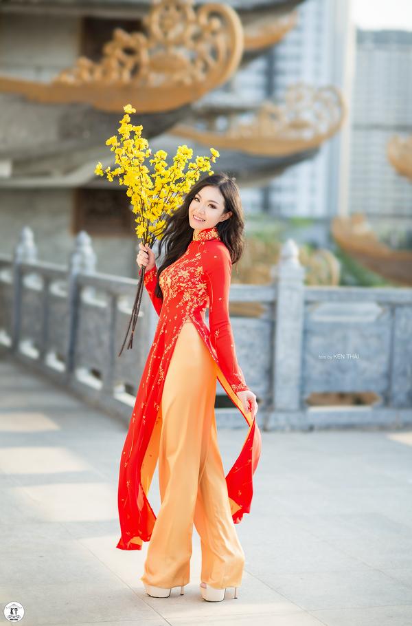 Nữ du học sinh Úc rạng rỡ đón Xuân với áo dài đỏ, sắc mai vàng - 10