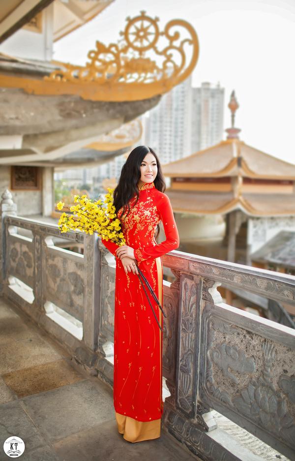 Nữ du học sinh Úc rạng rỡ đón Xuân với áo dài đỏ, sắc mai vàng - 8