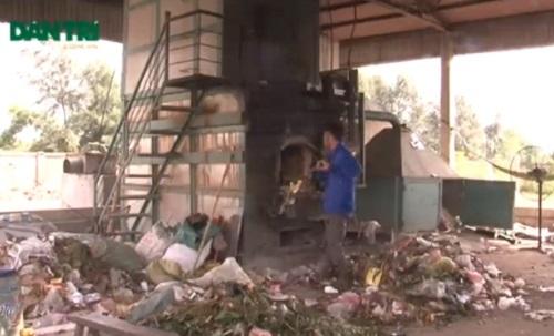 Sau nhiều năm đi học hỏi anh Công cũng đã chế tạo được Lò đốt rác áp dụng những công nghệ mới