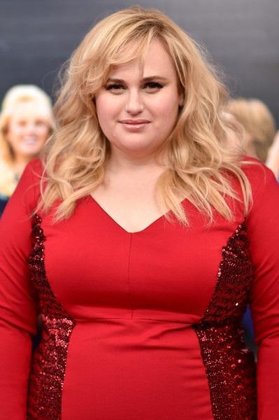 Nữ diễn viên xinh đẹp đang tích cực đi quảng bá phim mới How To Be Single