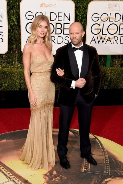 Jason Statham và Rosie Huntington-Whiteley đẹp đôi dự tiệc Quả Cầu Vàng cách đây ít ngày. Cặp đôi này cũng vừa đính hôn sau gần 6 năm hẹn hò