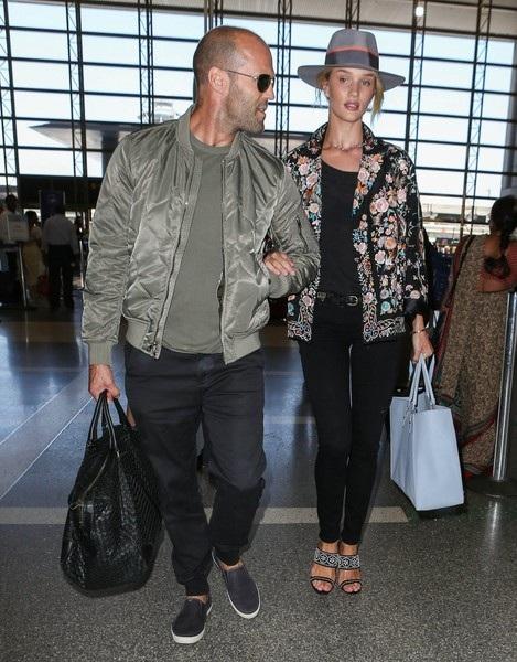 Jason Statham và Rosie Huntington-Whiteley gắn bó với nhau như hình với bóng và họ hầu như không chia sẻ chuyện tình cảm với báo giới
