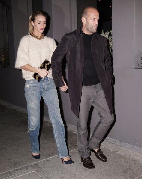 Cặp đôi đẹp luôn thu hút sự chú ý dù chỉ là ra phố ăn tối