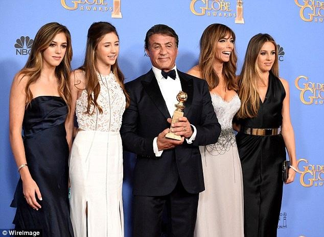 Sylvester Stallone là biểu tượng của Hollywood. Ông đóng cả trăm bộ phim ăn khách, sở hữu khối tài sản hơn 400 triệu đô la và thường xuyên đưa vợ con cùng dự sự kiện