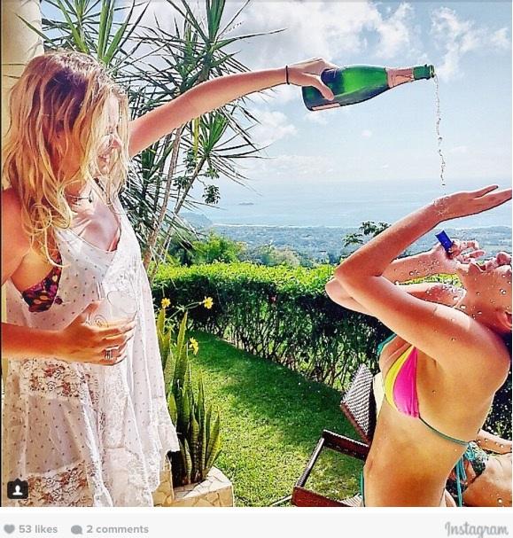 Thời tiết thật tuyệt, nhưng tắm bằng Champagne cả tháng mới là thú vị.