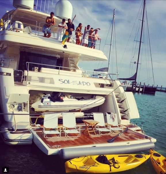 .. trên những chiếc du thuyền đáng giá cả gia tài.
