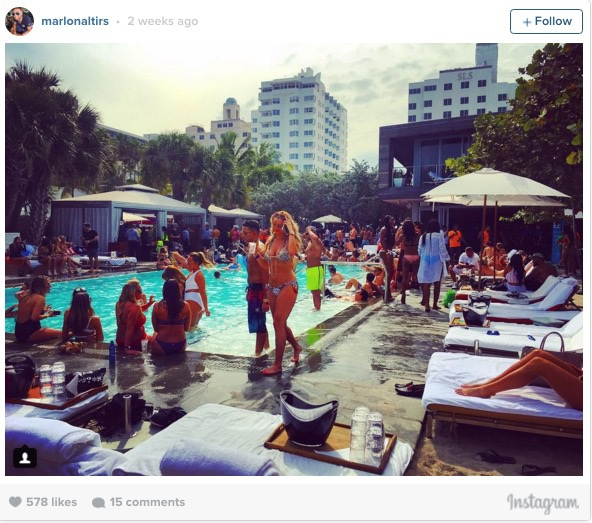Những bữa tiệc tại bể bơi được tổ chức tại thành phố biển Miami.