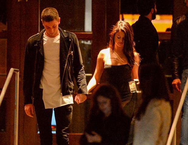 Selena mới chính thức chia tay với Justin Bieber vào năm ngoái sau một năm tan hợp liên tục. Mối quan hệ giữ Selena và Justin không nhận được sự ủng hộ của phần lớn bạn bè và người thân của nữ ca sĩ xinh đẹp bởi họ cho rằng Justin quá lăng nhăng và không xứng đáng với tình cảm của Selena.