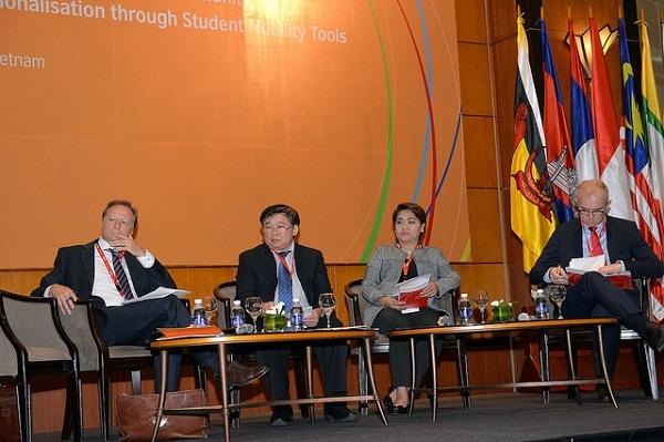 Diễn đàn đối thoại tập trung vào các công cụ cần thiết để tăng cường khả năng dịch chuyển của sinh viên trong khu vực ASEAN.