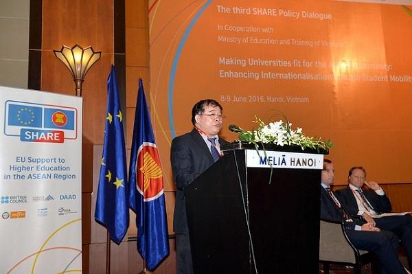 Thứ trưởng Bùi Văn Ga khẳng định, Việt Nam đang gấp rút xây dựng khung trình độ quốc gia để thúc đẩy hơn nữa sự dịch chuyển sinh viên trong ASEAN.
