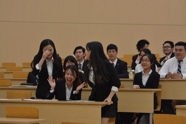Giây phút vỡ òa chiến thắng khi nhóm được xướng tên ở phần thưởng cao nhất cuộc thi.