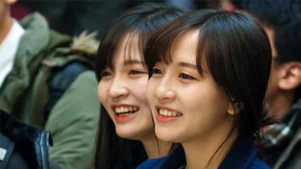 Một số hình ảnh xinh đẹp của 2 chị em sinh đôi Mỹ Huyền và Huyền Trang.