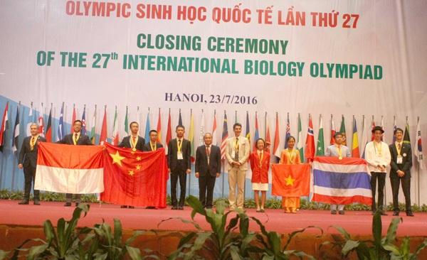 Giây phút vinh danh những tấm HC Vàng IBO 2016.