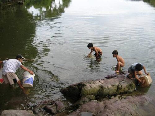 Nhiều khúc sông Ngàn Trươi rất sâu và nước chảy xiết.