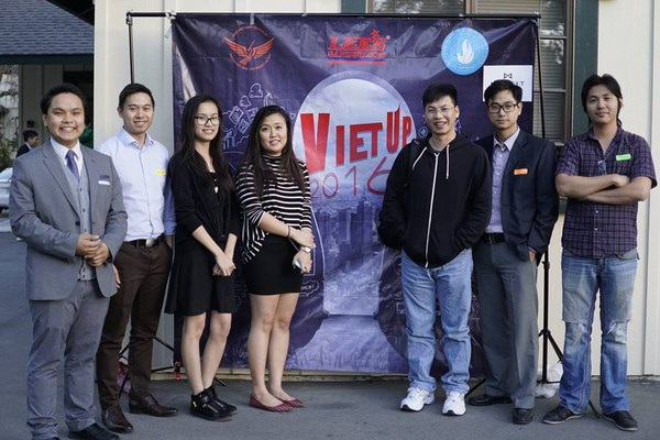 """Nắm bắt được xu hướng startup đang diễn ra sôi nổi khắp thế giới, VietUp's 2016 đã mời nhiều anh tài đến để """"mổ xẻ"""" chủ đề Startup."""