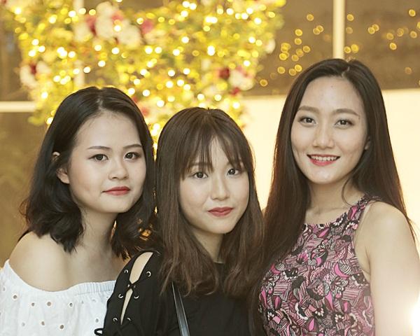 Nữ sinh các trường chuyên Hà Nội – Amsterdam, Chu Văn An, Phan Đình Phùng từ lâu đã được biết đến như những cô gái vừa học giỏi, đa tài, vừa xinh đẹp, duyên dáng