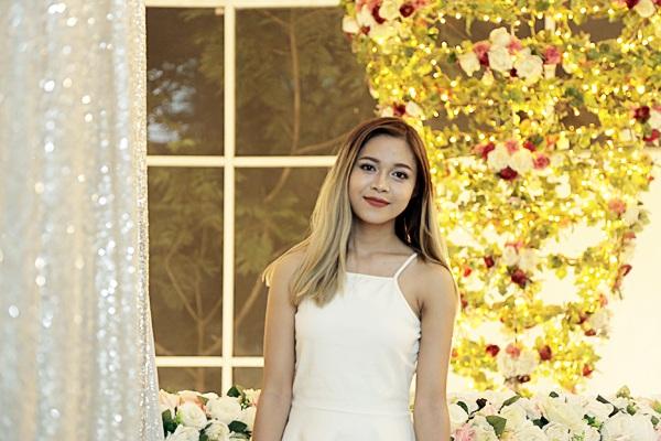 Trần Thủy Tiên – nữ sinh trường Phan Đình Phùng có ngoại hình hiện đại với mái tóc nhuộm ombre