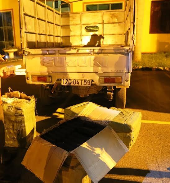 Lái xe Cảnh cùng tang vật bị thu giữ