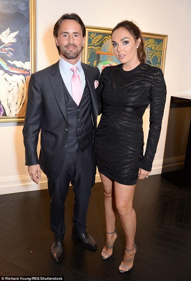 Tamara Ecclestone và chồng Jay Rutland tới xem một buổi triển lãm tại London ngày 27/4 vừa qua