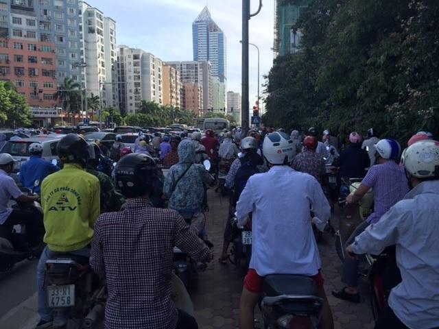 Hà Nội: Nghẽn nặng ở các tuyến đường phía Tây Nam - 2