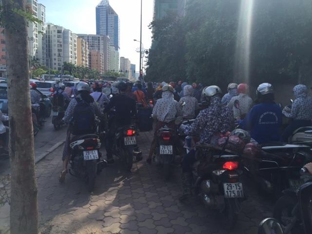 Hà Nội: Nghẽn nặng ở các tuyến đường phía Tây Nam - 4