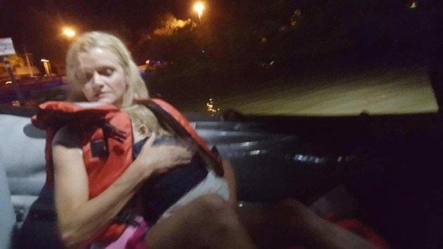 Em bé 23 tháng tuổi sống sót kỳ diệu sau tai nạn lật thuyền - 1