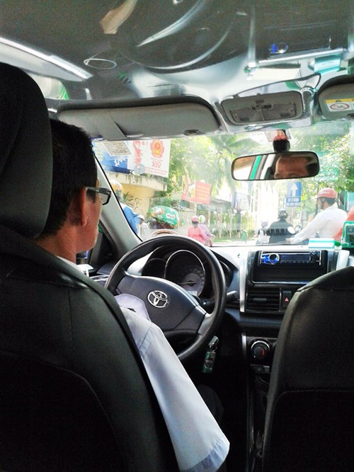 Anh Hiếu, tài xế hãng Mai Linh nhiều lần khéo léo vượt qua nguy hiểm.