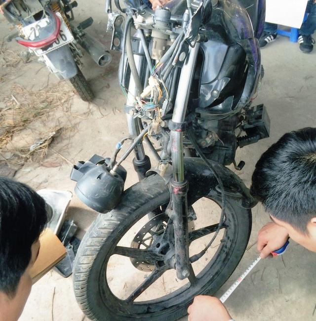 Chiếc xe máy chở 2 chiến sỹ công an trong vụ tai nạn là tang vật vụ án đã được Công an TP Thái Nguyên trả lại cho Phòng PC 65 Công an tỉnh Thái Nguyên bảo quản và sử dụng.