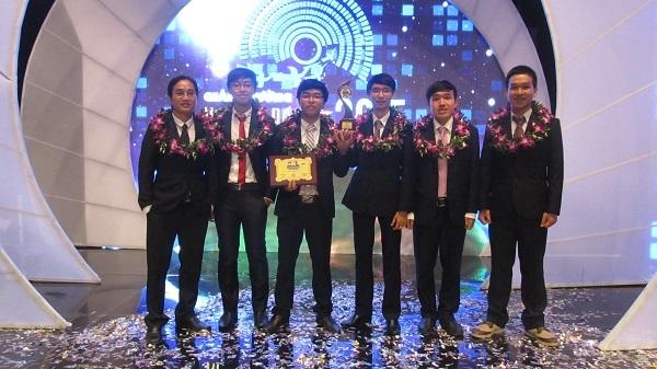 Anh chàng trưởng nhóm phát triển phần mềm Busmap đã xuất sắc đạt giải Nhì Nhân tài Đất Việt năm 2015 do báo điện tử Dân trí tổ chức.