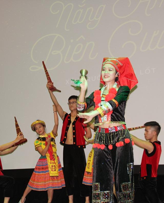 Nụ cười của các thiếu nữ miền sơn cước và những giai điệu cũng là dấu ấn đầy tươi đẹp của con người Điện Biên.