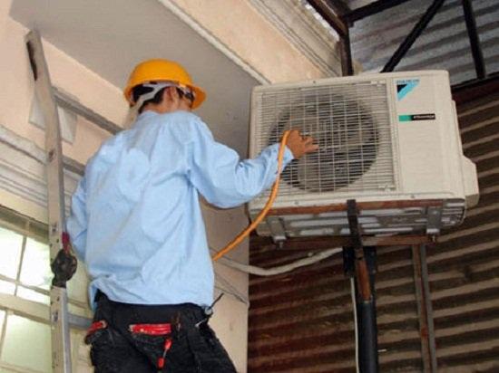 Thợ điện, nước có rất nhiều mánh khoé để kiếm tiền