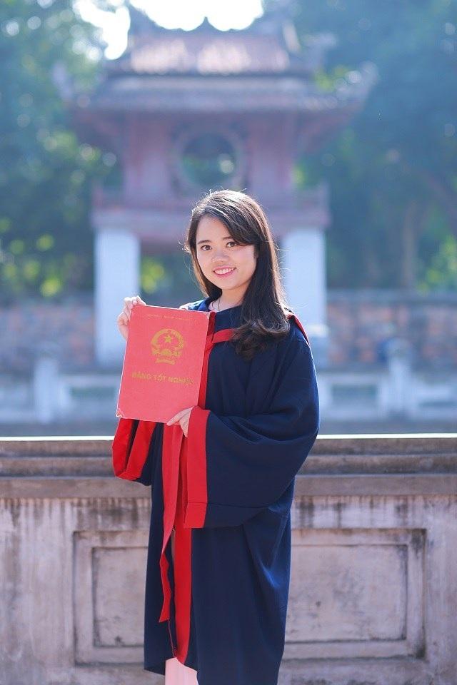 """Đặng Vũ Thùy Linh là thủ khoa """"đầu vào"""" lẫn """"đầu ra"""" của trường ĐH Luật Hà Nội."""