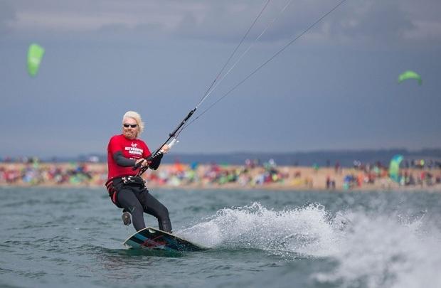 Tỷ phú Richard Branson thích lướt ván diều vào cuối tuần.
