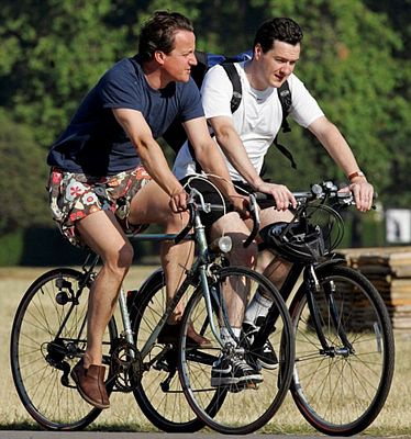 Những hình ảnh đời thường giản dị của Cựu Thủ tướng Anh David Cameron - 1