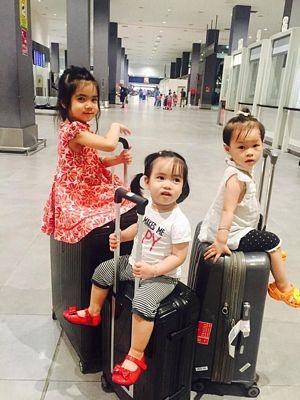 Đến Kuala Lumpur rồi các bạn nhỏ còn phải di chuyển tới KT bằng máy bay hoặc xe bus nữa