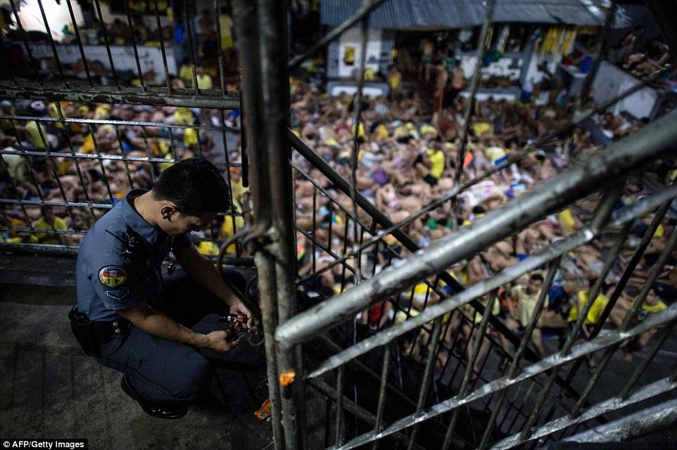Dimaculangan cho biết anh từng sống ở đây 14 năm, nhưng mọi chuyện chỉ trở nên quá sức chịu đựng thời gian gần đây khi Tổng thống Duterte lên nắm quyền và tuyên bố ưu tiên theo đuổi chiến dịch trấn áp tội phạm ma túy. (Ảnh: AFP)