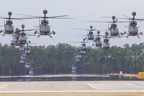 Cận cảnh trực thăng quân sự Kiowa của Lục quân Mỹ bay rợp trời - 3