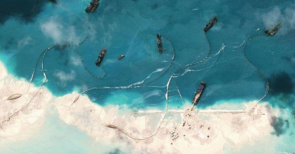Hình ảnh chụp từ trên cao cho thấy Trung Quốc xây dựng trái phép tại các đảo/đá mà Bắc Kinh chiếm bất hợp pháp trên Biển Đông. (Ảnh: NYTimes)